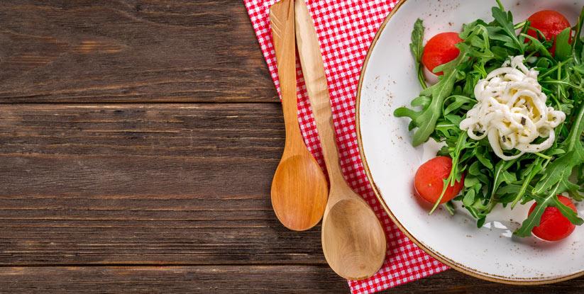 salata veya çorbayı yemeklerden önce yiyin