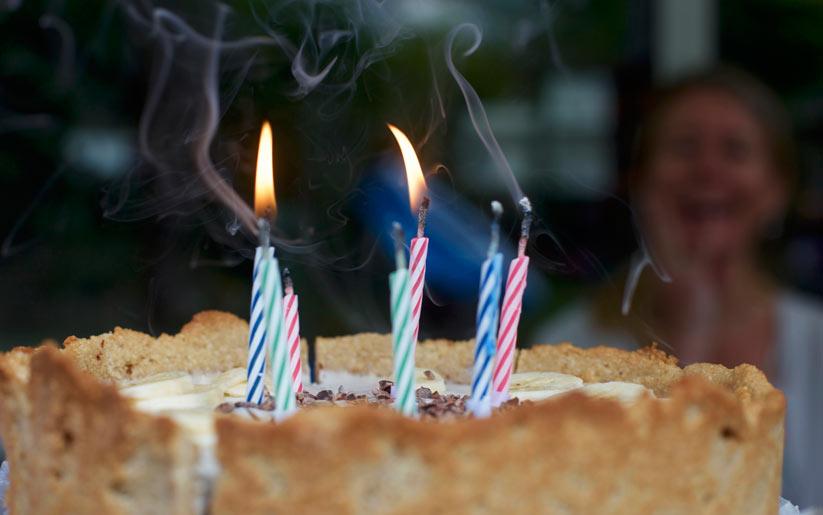 doğumgünü pastasına neden mum koyarız