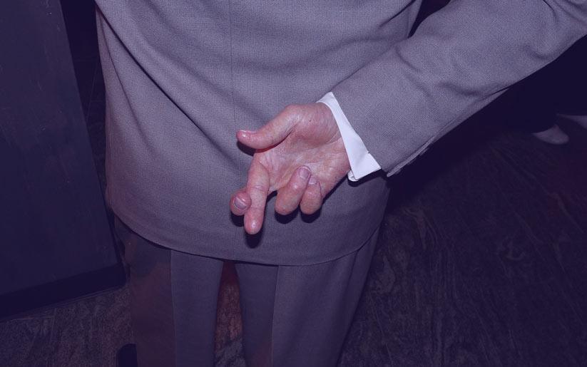 çapraz parmak işaretinin anlamı nedir?