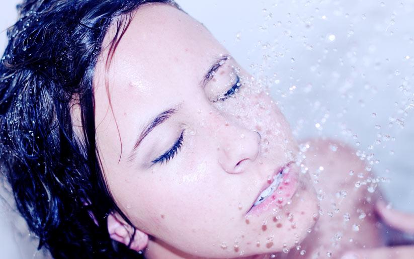 sık sık duş almak cilt kuruluğunun sebeplerindendir