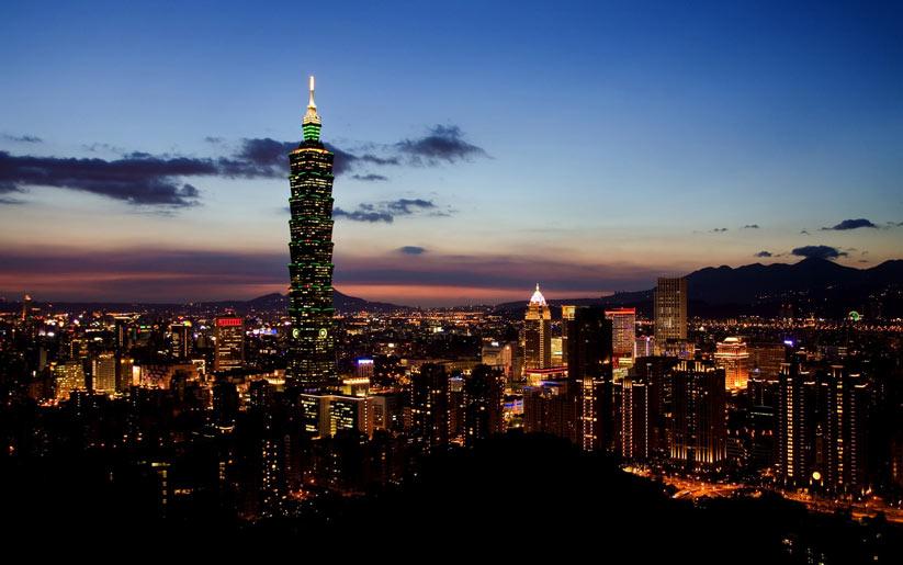 Tayvan'da insanlar yeni yıla su savaşı yaparak giriyor
