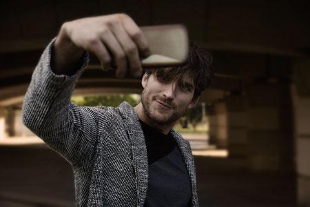 Selfie çekmeyi erkekler daha çok araştırıyor